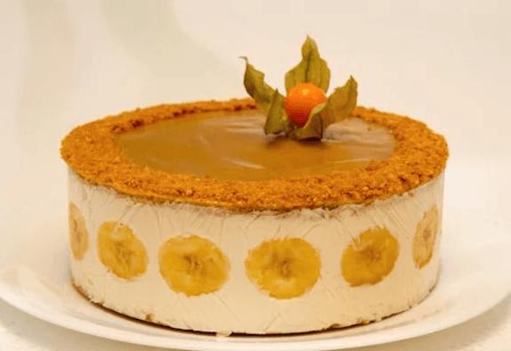 торт с бананами в карамели