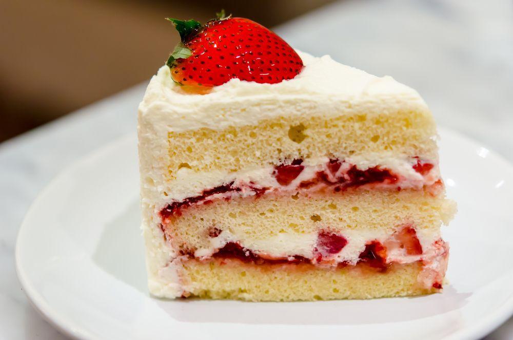 торт с творожным кремом и фруктами