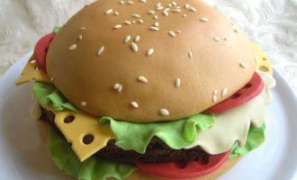 торт гамбургер из мастики