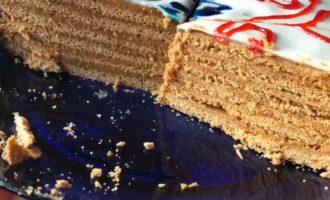 торт Медовый с кремом из сгущенки